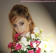 www.truecoloursmakeupschool.com