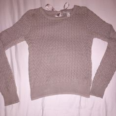 FOREVER 21 BOW SWEATER Well knit, warm, nude sweater that has an adorable small cut out and bow on the back! Size M, but fits more like a small. Forever 21 Sweaters Crew & Scoop Necks