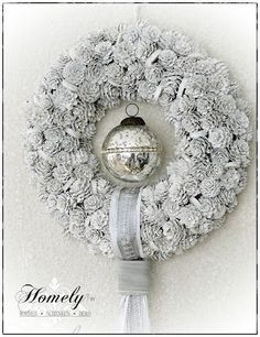 Homely Tw, weißer Kranz (Diy Wreath) - Another! Christmas Makes, Noel Christmas, Winter Christmas, Handmade Christmas, Christmas Crafts, Christmas Ornaments, Father Christmas, Pine Cone Art, Pine Cone Crafts