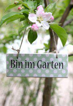 Hübsches Schild für Fenster, Tür, Gartentörchen ...  FARBE grün-dots