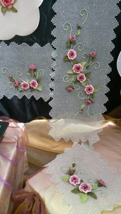This Pin was discovered by Özc Embroidery Works, Silk Ribbon Embroidery, Hand Embroidery Designs, Embroidery Stitches, Embroidery Patterns, Knitting Patterns, Point Lace, Brazilian Embroidery, Needle Lace