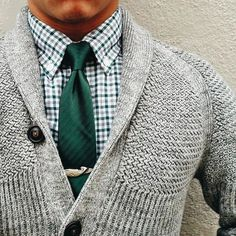 Go green with this outfit idea featuring various shades of green. The light knit sweater provides good contrast against the dark green neck tie. The checked shirt makes this outfit classy but casual. A warm and trendy outfit combo for men. This outfit can be the ultimate business casual or just a stylish winter style. #mensstyle #necktie #sweater #businesscasual Mens Fashion Blog, Fashion Mode, Male Fashion, Fashion Photo, Fashion News, Sharp Dressed Man, Well Dressed Men, Stylish Men, Men Casual