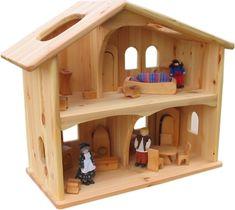 Dieses doppelstöckige Puppenhaus in traditioneller Bauweise wird aus geöltem Kiefernholz gefertigt und bis ins Detail  sorgfältig verarbeitet. Die geschwungenen Öffnungen der Räume vermitteln Geborgenheit und regen zum  kreativen...