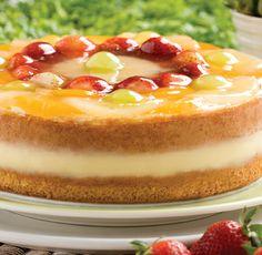 """Nuestro recomendado para hoy """"TORTA DE FRUTAS (Bizcochuelo de vainilla relleno de crema inglesa, decorado con fresas, piñas, melocotones y uvas.)"""" de la @reposteriaastor"""