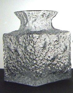 Timo Sarpaneva vintage Crucus Iittala art glass vase Glass Design, Design Art, Scottish Wedding Themes, Nordic Art, Art Of Glass, T Art, Modern Glass, Decorative Objects, Scandinavian Design