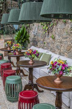 Casamento na Fazenda Vila Rica: Daniella e Douglas - Constance Zahn Outdoor Restaurant Design, Restaurant Patio, Lounge Party, Wedding Lounge, Cafe Shop, Restaurant Interior Design, Coffee Design, Vintage Design, Restaurants