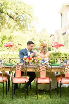 funky table decor | bright and bold ideas | outdoor reception | #weddingchicks