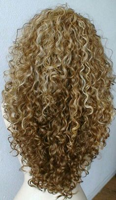 Here are 25 haircuts ideas for long curly hair; from Long Hairstyless You have long curly hair and want to find an ideal hairstyle? We can help you. We have collected the most beautiful Haircuts for…More Curly Hair Cuts, Long Curly Hair, Curly Hair Styles, Natural Hair Styles, Curly Girl, Blonde Curly Hair Natural, Curly Short, Frizzy Hair, Luxy Hair