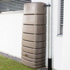 Okrasná nádoba na dešťovou vodu SEINE poslouží jako designový zásobník pro zachytávání vody ze střech rodinných domů. Má malé požadavky na prostor, přičemž poskytuje velký objem, který je dostatečný i pro větší zahradu. Design