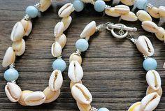 Mušle z Bali sú doplnené guľkami Larimaru a kovovými medzikusmi  POZOR -v prípade záujmu možnosť zakúpiť náramok aj náhrdelník osobitne