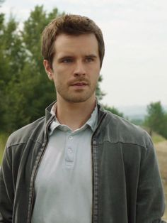 Ty Borden is concerned about the treatment of a client's horse on Heartland. Heartland Season 7, Amy And Ty Heartland, Heartland Tv Show, Heartland Ranch, Ty Borden, Ty And Amy, Graham Wardle, New Tv Series, Amber Marshall
