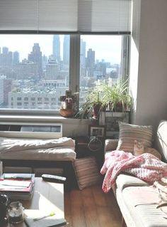 うとうと… 日差しが気持ちいいにゃ~ 窓が大きくて景色がいいお部屋って憧れますよね。