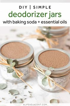 Learn how to make the best homemade deodorizer jars for pennies! You can use these odor absorber jars anywhere in your home prone to unpleasant or musty odors, such as in your closet, under your bathroom sink or near your kitchen garbage can. Baking Soda Beauty Uses, Baking Soda Uses, Cleaning Recipes, Cleaning Hacks, Cleaning Solutions, Baking Powder Uses, What Is Baking, Hair Cleanser, Baking Soda Shampoo