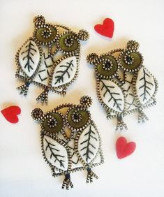 DIY owls made from metal teeth zipper