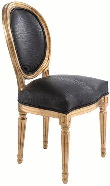 """Silla """"Luis"""" dorada / Golden """"Luis"""" chair.El estilo decorativo neo barroco se caracteriza por usar el mobiliario antiguo renovado, los colores mas usados son rosado fuerte, morado, negro y plateado. Papel para paredes en blanco y negro con diseño de damascos. Lamparas arañas negras, rosadas. etc. Espejos, y el capitoneado en el tapizado."""