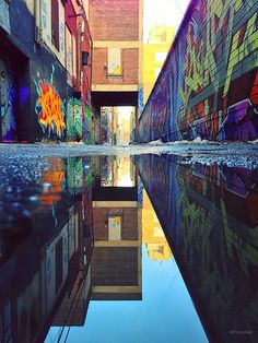 Graffiti Alley in #Toronto (by unknown)