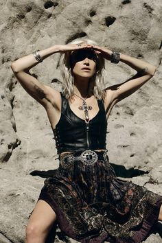 If you do in fact also prolonged becoming a hippies divine feminine, ensure you know all the principles and elegance details on how to dress the boho-chic design and style trend! Hippie Goth, Hippie Style, Looks Hippie, Estilo Hippie, Gypsy Style, Hippie Masa, Hippie Chic, Modern Hippie, Boho Gypsy