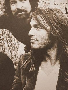 David Gilmour from Pink Floyd. - One of the coolest guitarists ever.not a lot of bopping around on stage.just lays low and makes magic with his guitar. David Gilmour Pink Floyd, Pink Floyd Guitarist, Musica Punk, Roger Waters, Portraits, Historical Pictures, Rock Music, Gorgeous Men, Rock Bands