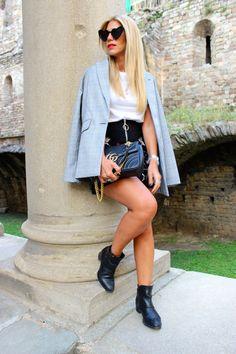 Miss trendy Barcelona: Cómo crear looks de entretiempo Denim Skirt, Barcelona, Mini Skirts, Fashion, Create, Moda, La Mode, Jean Skirt, Barcelona Spain