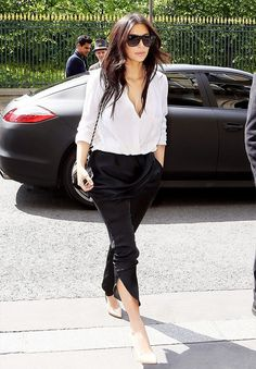 Kim Kardashian knows how to look ultra modern in black and white. // #Fashion
