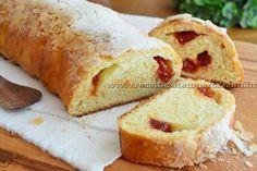 Para começar bem o dia ou para deixar sua tarde ainda mais gostosa, não há nada melhor que um pão doce caseiro, quentinho com uma crosta crocante. Confira a receita! Leia mais...