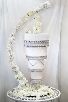 Trend alert: chandelier cake!! | Matrimonio a Bologna