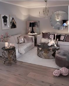 glam living room ↗️ 78 Models Very Snug and Practical Decoration Ideas for Small Living Room . Silver Living Room, Glam Living Room, Living Room Decor Cozy, Living Room Modern, Living Room Designs, Bedroom Decor, Small Living, Decor Room, Living Room Ideas Grey And White