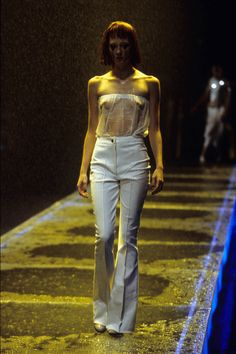 Alexander McQueen Spring 1998 Ready-to-Wear Fashion Show - Maggie Rizer