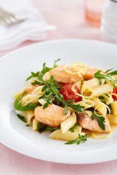 Mini Penne s lososem a rukolou Penne, Pasta Salad, Potato Salad, Good Food, Lunch, Fruit, Ethnic Recipes, Fashion, Fine Dining
