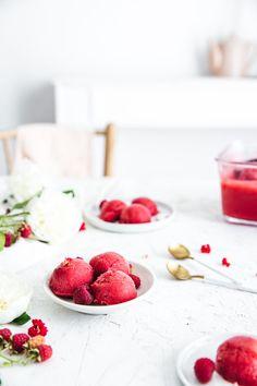 Raspberry sorbet - Lapetit Raspberry Sorbet, Love Ice Cream, Ice Ice Baby, Panna Cotta, Food Photography, Strawberry, Fruit, Ethnic Recipes, Dulce De Leche