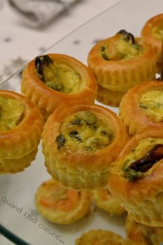 Here is a little recipe prepared for New Years Eve aperitif. I had bought ready-made puff pastry to garnish with snails or small scallops, but having finally added the first to my entry and having … Vol Au Vent, Mini Desserts, Appetizers For Party, Appetizer Recipes, Torrone Recipe, Bruchetta Recipe, Buffet, Saint Jacques, Meat Recipes