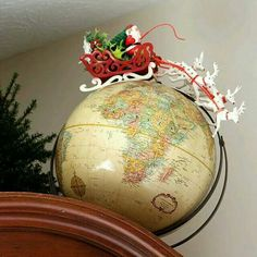 A holiday house tour with lots of Christmas decorating ideas, including many vin. A holiday house tour with lots of Christmas decorating ideas, including many vintage Christmas decorations and easy DIY projects. via houseofhawthornes. Christmas Love, Country Christmas, Winter Christmas, Christmas Ornaments, Christmas Island, Christmas Vacation, Christmas 2019, Christmas Music, Xmas