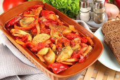 Peperoni e patate in agrodolce sono un contorno tradizionale, economico ed anche leggero. Ecco la ricetta