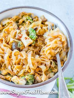 Customizable Ketogenic Low Carb Meal Plans sent right to your email each week! Our menu plans are made for families. All of these recipes use whole food ingredients and are easy to make for any busy weeknight. | Sugar Free Mom Spicy Thai Noodles, Keto Noodles, Shirataki Noodles, Rice Noodles, Gluten Free Recipes, Keto Recipes, Dinner Recipes, Sugar Free Bacon, Gluten Free Lasagna