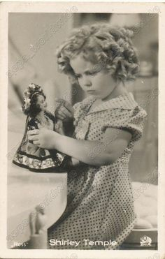 SHIRLEY TEMPLE and DOLL - POOR LITTLE RICH GIRL - old photo card ROSS - MINI
