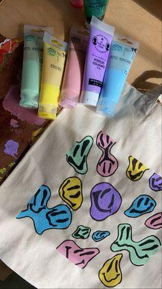 Diy Clay, Clay Crafts, Fun Diy Crafts, Arts And Crafts, Diy Tote Bag, Tote Bags, Ideias Diy, Painted Clothes, Diy Canvas Art