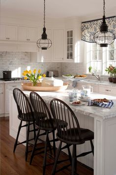 Need some kitchen lighting inspiration? Take a look at the wide variety of styles out there and find what's perfect for your home.