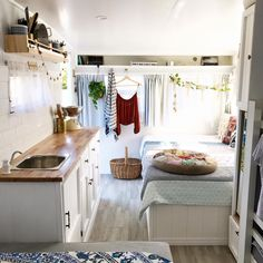32 Vintage Viscount Caravan Ideas With Boho Interior Interior Design Ideas & Ho. - 32 Vintage Viscount Caravan Ideas With Boho Interior Interior Design Ideas & Home Decorating Inspi - Vintage Caravan Interiors, Vintage Caravans, Vintage Campers, Vintage Trailers, Vintage Airstream, Vintage Rv, Airstream Bambi, Airstream Campers, Caravan Makeover
