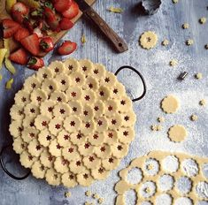 Pie crust topper