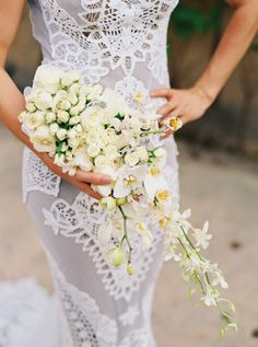 Tropical cream colored bouquet: http://www.stylemepretty.com/2016/04/21/bright-beachy-celebration-in-brazil-part-1-the-wedding/ | Photography: Cassidy Carson - http://www.cassidycarsonphotography.com/#cassidy-carson-photography