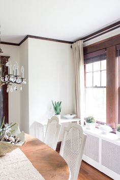 White walls and simple decor for a summer dining room.