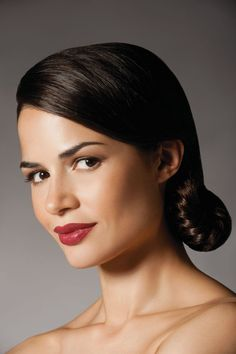 Natura UNA all natural and ethical makeup from Brazil...love this natural face with red lip...