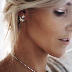 No Piercing LOVE Conch Ear Cuff/ cartilage earcuff/ fake false piercing/ faux falsch piercing/ear jacket manchette/ohrklemme ohrclip/climber - Custom Jewelry Ideas Cuff Earrings, Simple Earrings, Jacket Earrings, Diamond Earrings, Ear Jacket, Selling Jewelry Online, Diamond Color Scale, Front Back Earrings, Crystal Jewelry