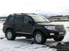 Toyota Land Cruiser 200 33″-35″ fender flare set by Fjallasport