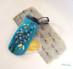 This is a hand felted snowdrop & pussy willow flower case that I have individually designed Felted eyeglasses case is made from gerdeous 100% wool and