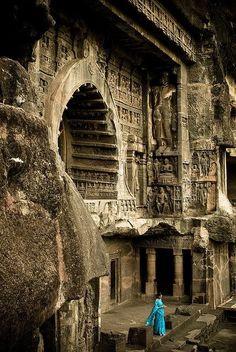 Ajanta Caves Aurangabad India - Ajanta —o mejor Ajantā— es el nombre de una localidad de la India en el distrito de Aurangabad, estado federado de Maharashtra, tal localidad es célebre mundialmente por sus 29 grutas artificiales