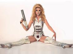 "Képtalálat a következőre: ""jane fonda barbarella poster"" Jane Fonda Barbarella, Cultura General, Space Girl, Space Age, Future Fashion, Celebs, Celebrities, Hollywood Actresses, Flower Power"