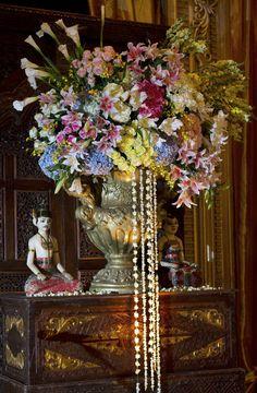 #mawarprada#wedding#decoration#jawa#pernikahan#decor#jakarta more info: T.0817 015 0406 E. info@mawarprada.com www.mawarprada.com Javanese Wedding, Indonesian Wedding, Harmony Day, White Weddings, Wedding Chairs, Traditional Wedding, Tent, Centerpieces, Wedding Decorations
