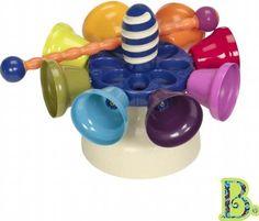 B. Toys Karuzela dzwonków - Cymbałki duże - Cymbałki z dzwoneczkami to fantastyczna zabawka dla Małego miłośnika muzykowania. Kolorowe dzwonki kryją w sobie najróżniejsze dźwięki - a każdy z nich jest zupełnie inny. Chwyć do rączki drewnianą pałeczkę i wystukuj na cymbałkach swoje pierwsze brzmienia, poznając tym samym przemiłe dla ucha dźwięki melodie!