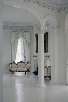 White rooms is the most popular interior in our houses. All best Ideas for White Rooms are all writen here! Interior Columns, Home Interior Design, French Interior, Interior Paint, Interior Ideas, Modern Interior, Classic Sofa, White Rooms, Ceiling Design